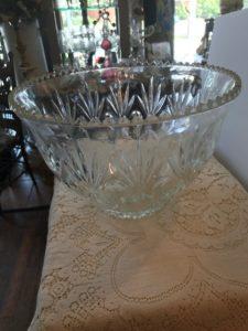 Glass bowl/Punch Bowl